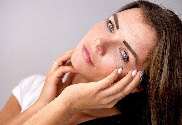 Красивый нос девушки